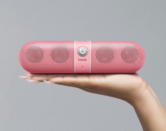 nicki-minai-beats-by-dr-dre-pill-wireless-speaker-pink-edition-03