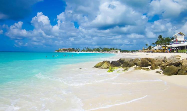 Aruba_Beachfront_IuliiaNufrychenkova_123rf1280